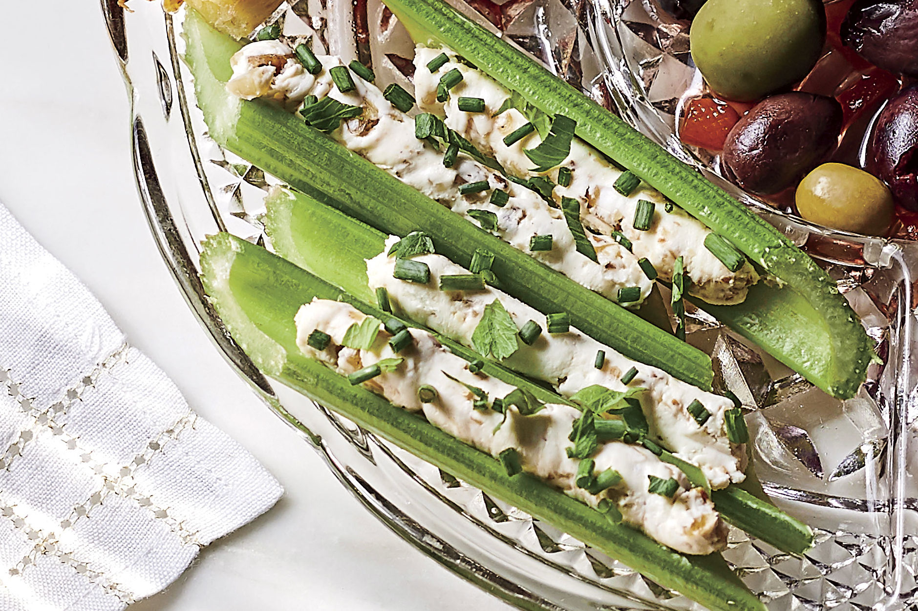 Stuffed Celery Recipe with Cream Cheese and Walnuts