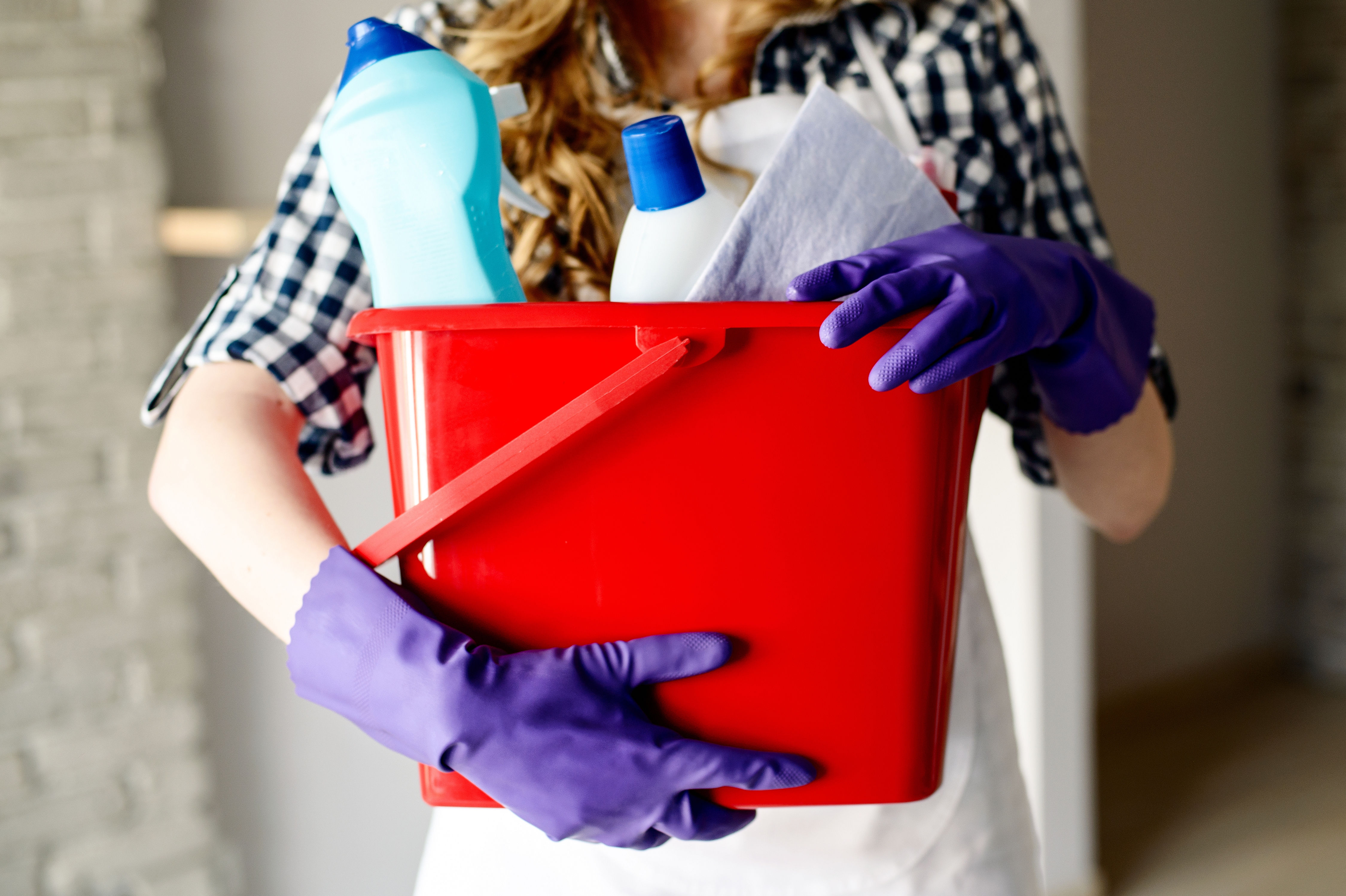 7 Things Professional Cleaners Do In Their Own Homes