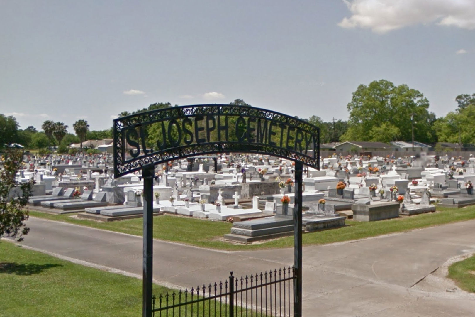 """Louisiana is Home to the Country's Only """"Backwards"""" Christian Cemetery"""