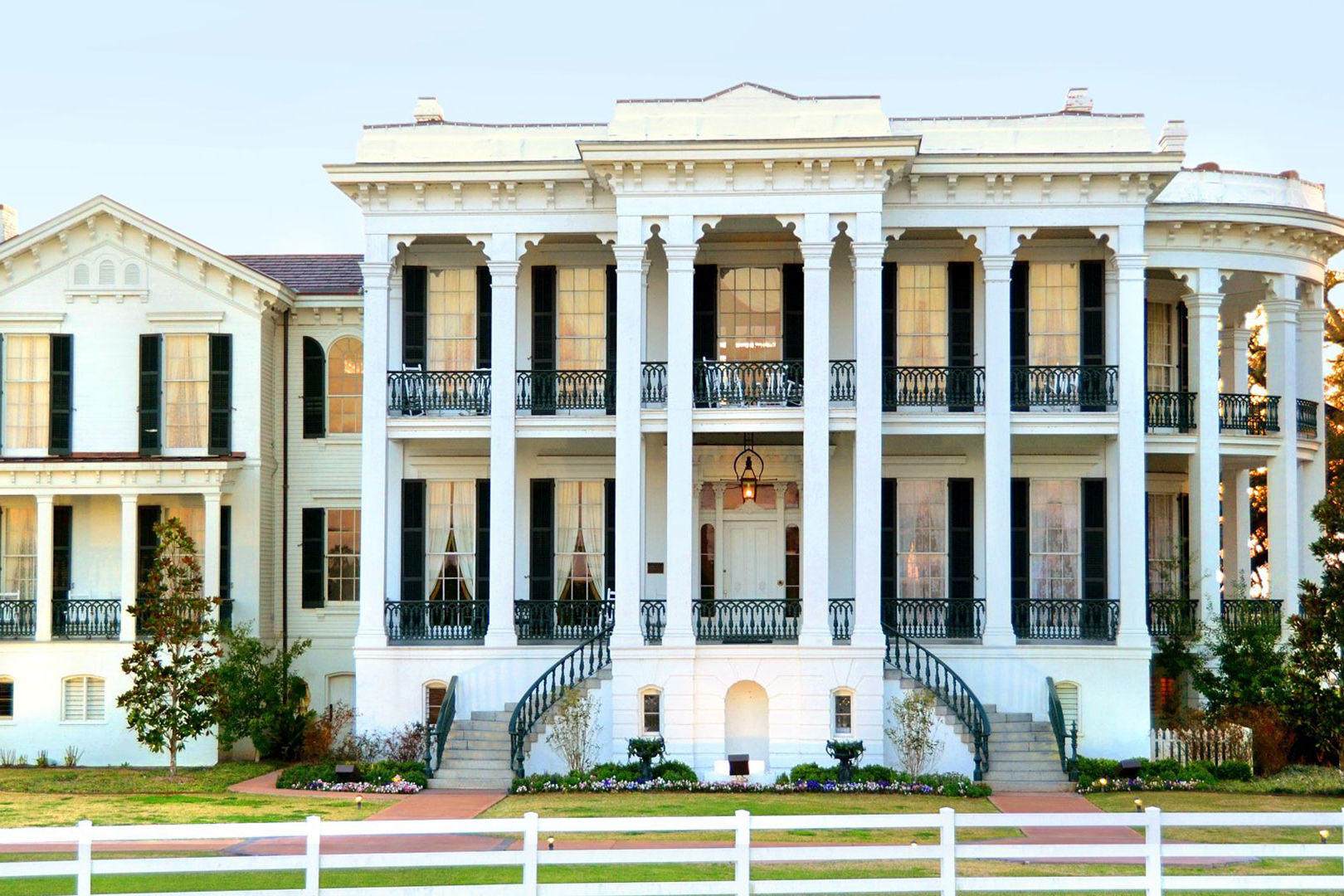 Louisiana's Largest Remaining Antebellum Mansion Sold to Hotel Developer