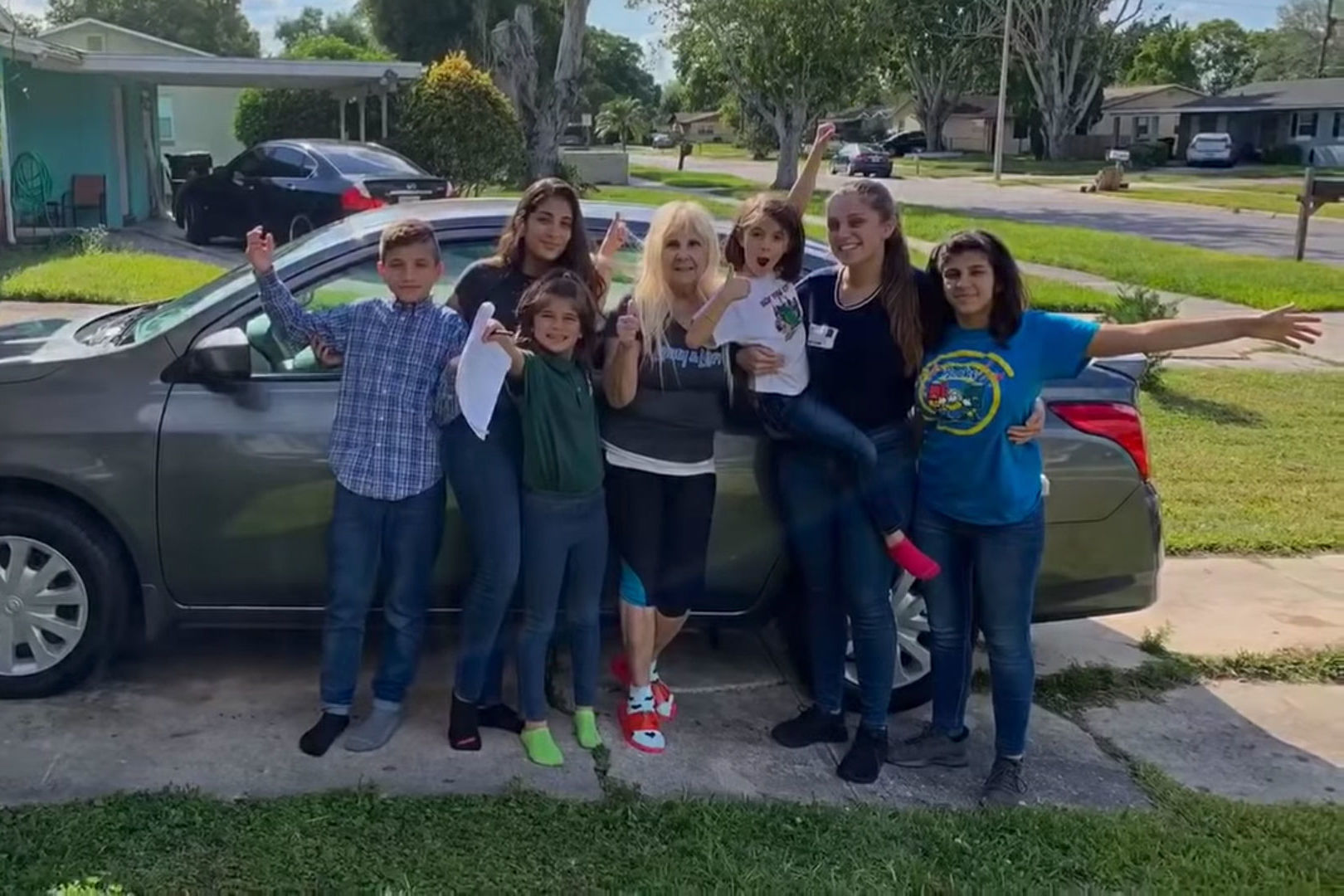Florida Police Department Surprises 20-Year-Old Raising Her 5 Younger Siblings With a Car