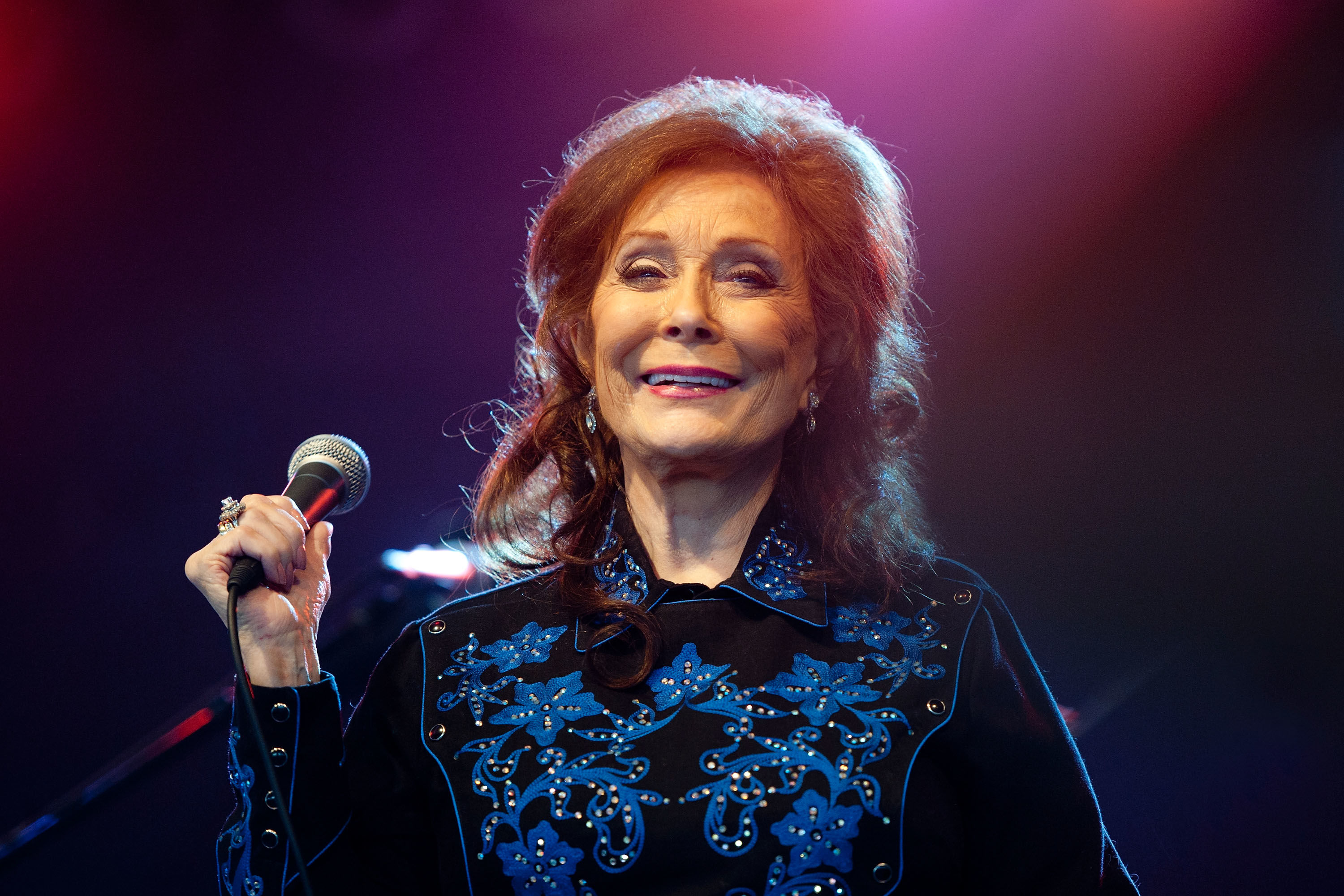 Loretta Lynn Recalls the Flour Sack Easter Dresses of Her Childhood