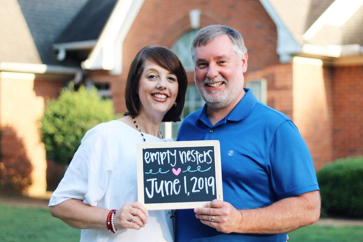 "Parents Celebrate Becoming ""Empty Nesters"" in Hilarious Photo Shoot"