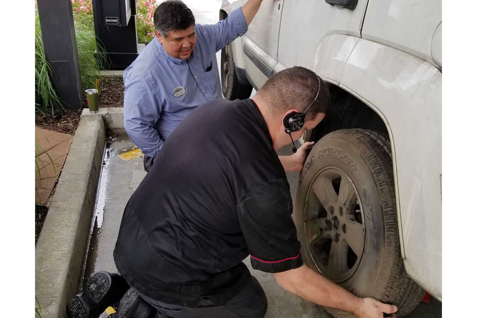 Chick-fil-A Employees Insist on Changing Customer's Tire After It Goes Flat in Drive-Thru