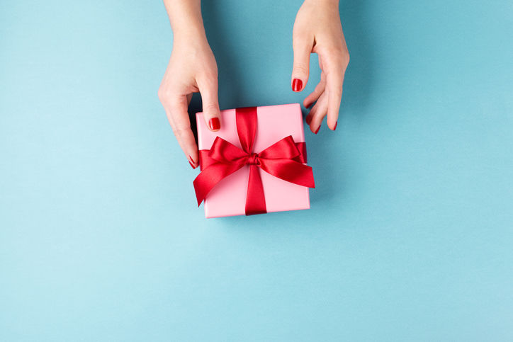The One Thing Southerners Should Always Include When Giving a Gift