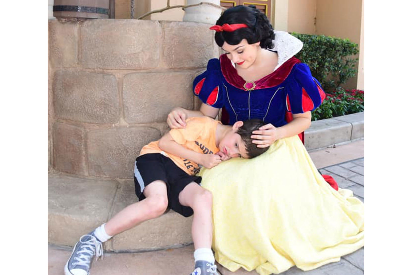 Snow White Lovingly Soothes 6-Year-Old Boy with Autism During Disney World Meltdown