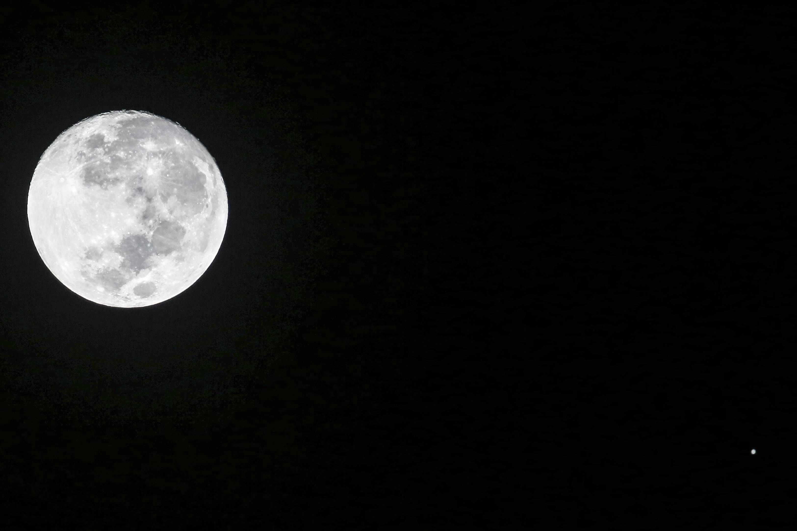 You Can See an Incredible View of the Moon and Jupiter Tonight. Here's How
