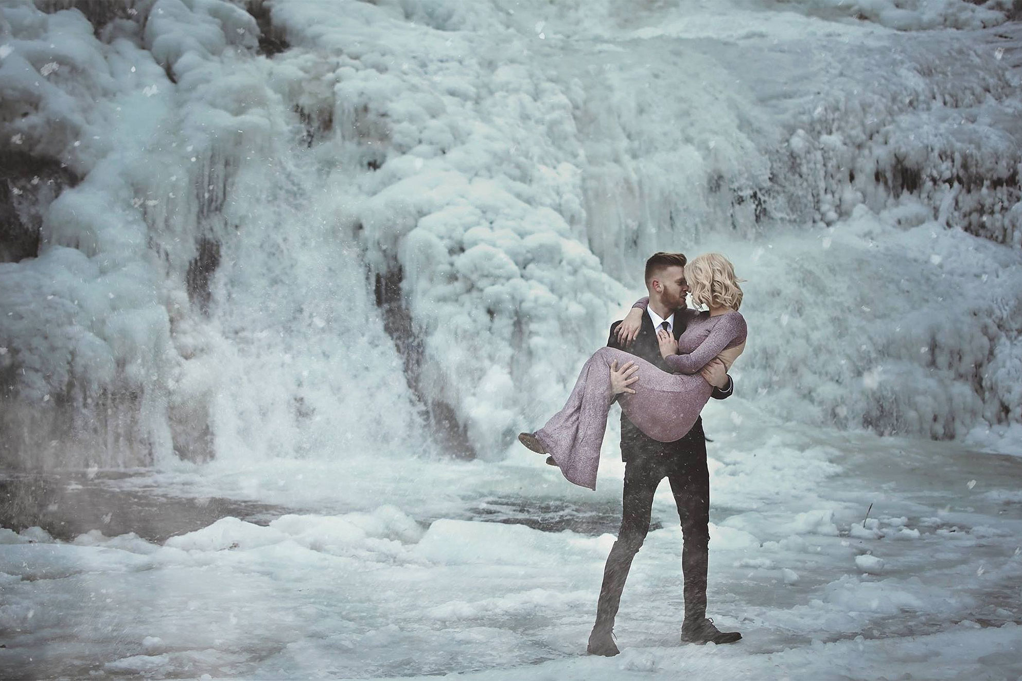 Tennessee Couple Takes Engagement Photos in Front of Frozen Waterfall in 25-Degree Weather