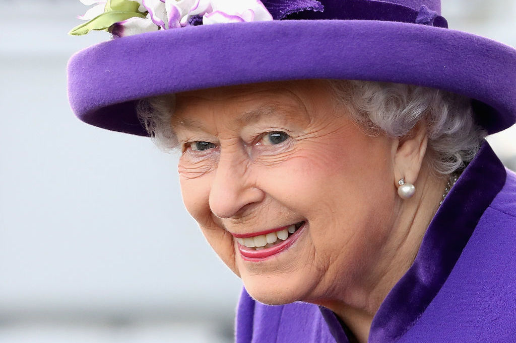 The Queen Is Hiring a Social Media Manager, So Get Those Résumés Royal-Ready