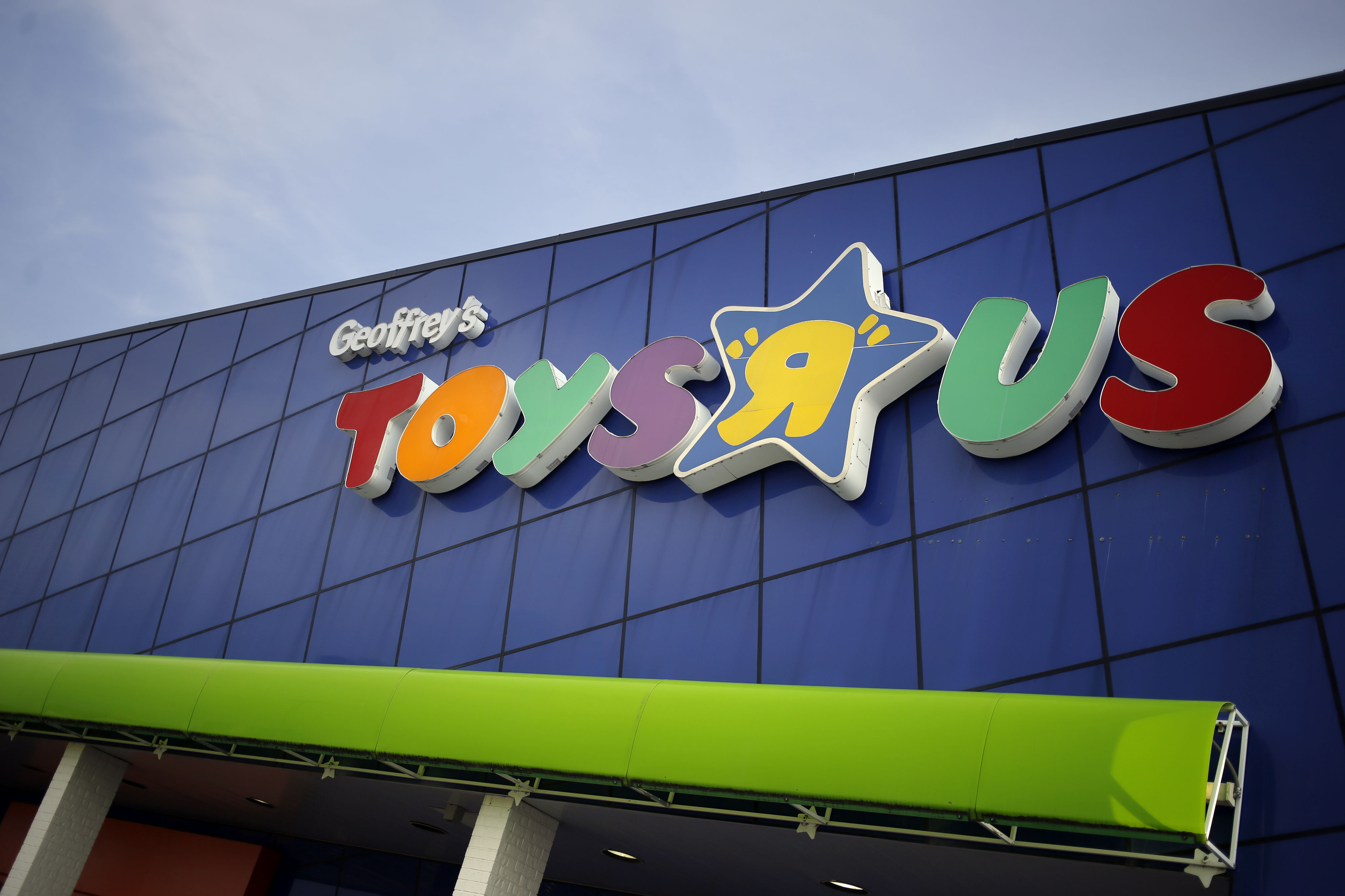 Toys 'R' Us Is Preparing to Liquidate U.S. Operations