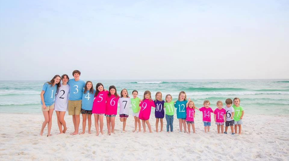 These 17 Color-Coded Cousins Are the Family Portrait Inspo You Need