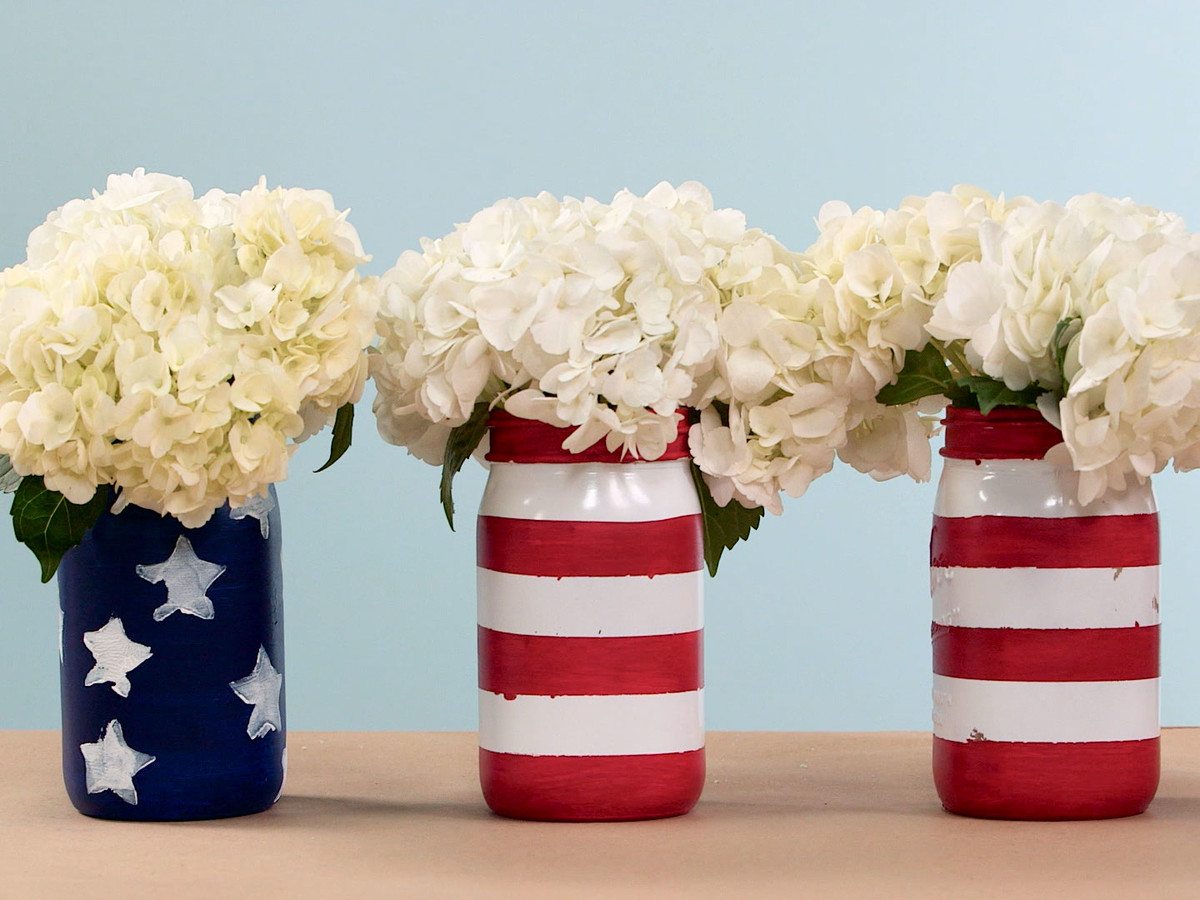 Patriotic Painted Mason Jars Image