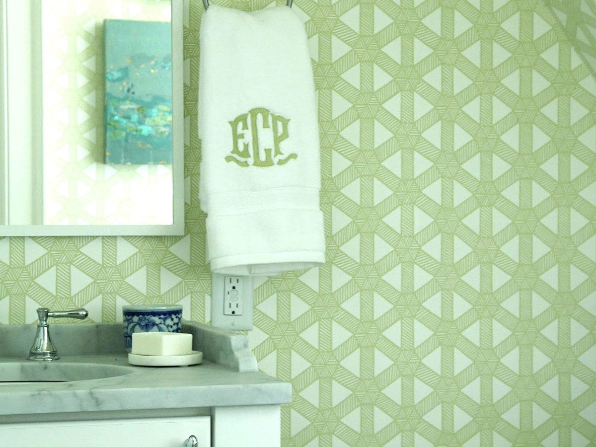 Delta Choosing Hanging Wallpaper Poston IH Bathroom Image