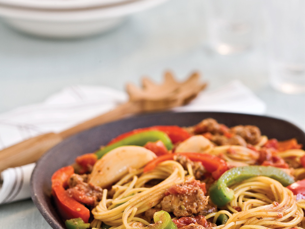 Easy Pasta Recipes: Spaghetti With Sausage and Peppers