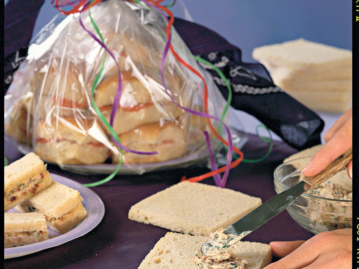 Quick & Easy: Snacks Start a Party