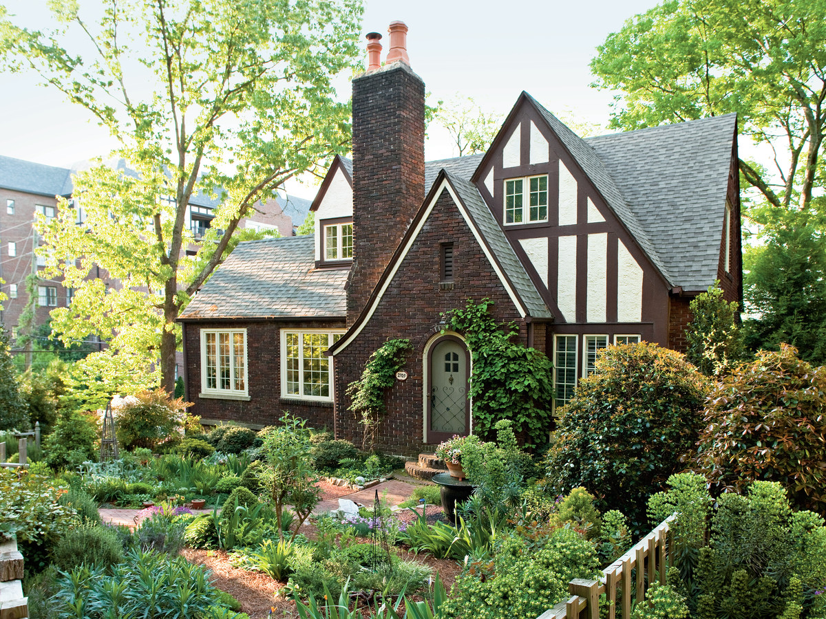 Peachy Charming Cottage Garden Style Home Interior And Landscaping Ferensignezvosmurscom