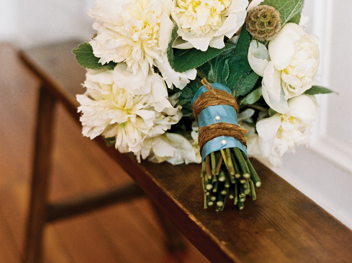 Make A Pretty Bouquet Of Flowers Simple Diy Southern Living