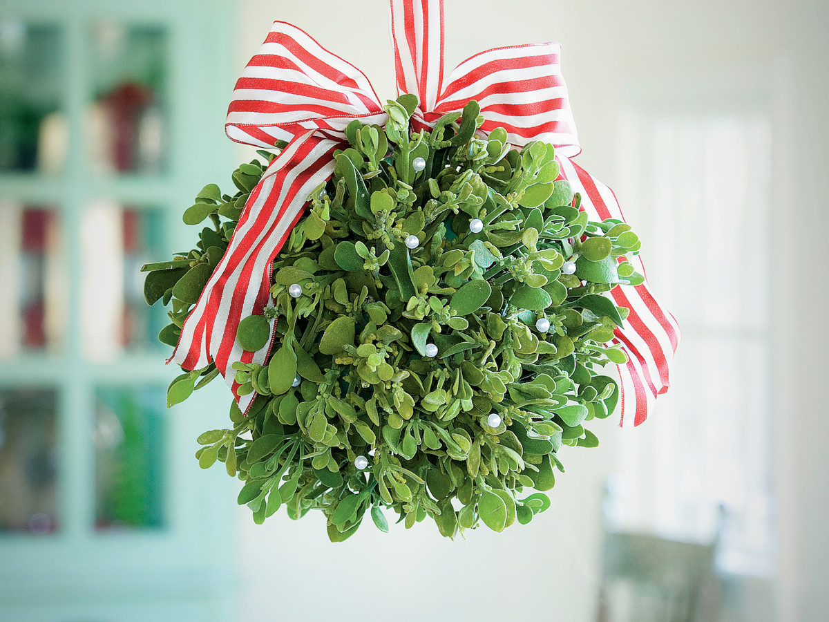 How To Make a Mistletoe Kissing Ball - Southern Living