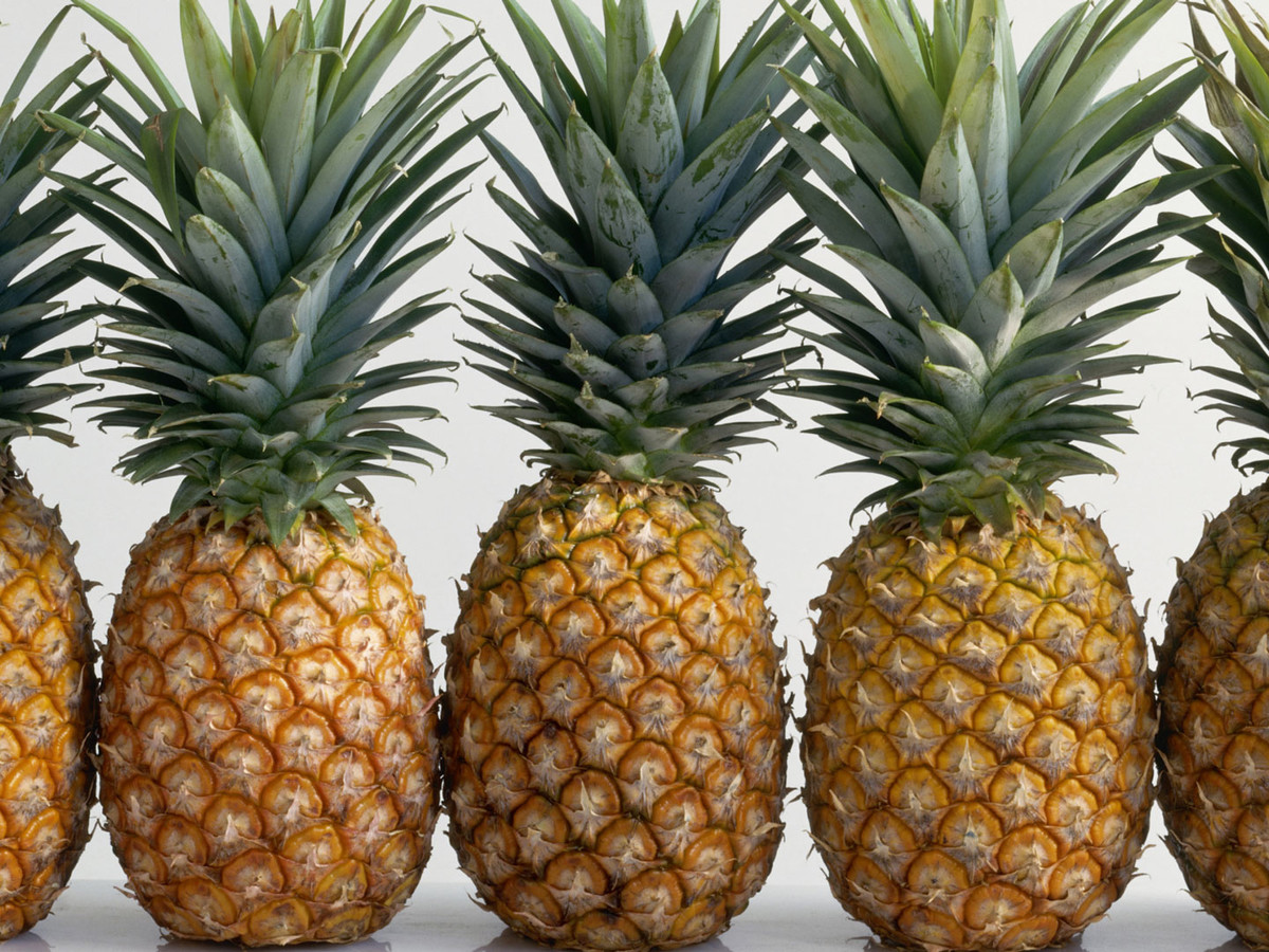 How To Cut A Pineapple Image