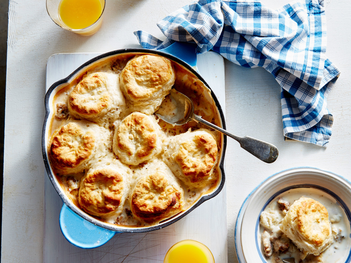 Biscuits-and-Gravy Skillet