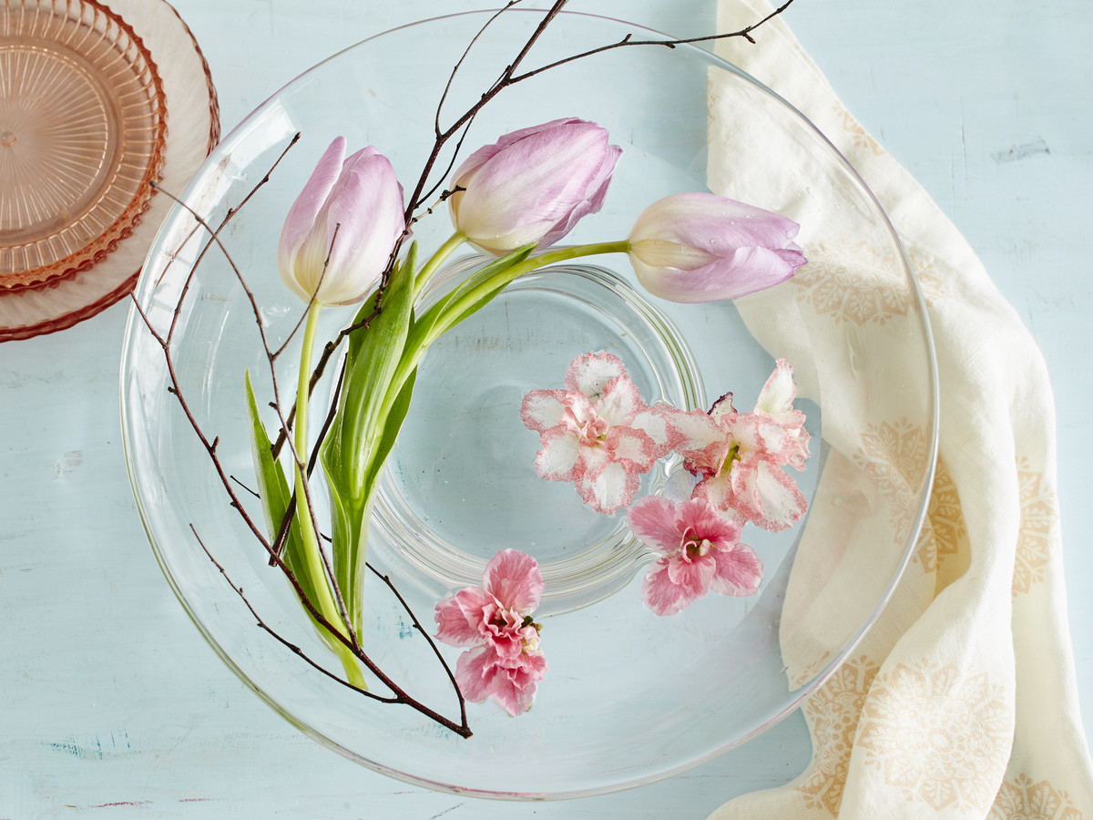 Here's How To Be That Friend Who Always Has a Beautiful Centerpiece on Her Table
