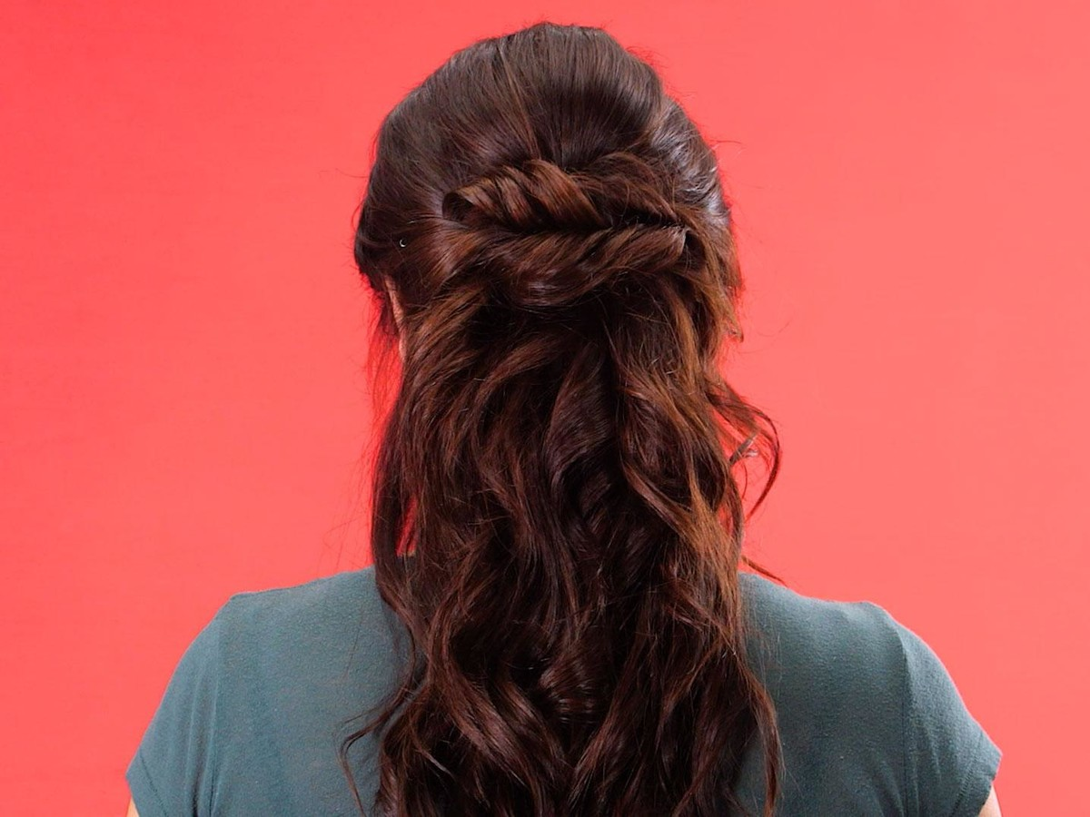 Double-Twisted Hairstyle Stil