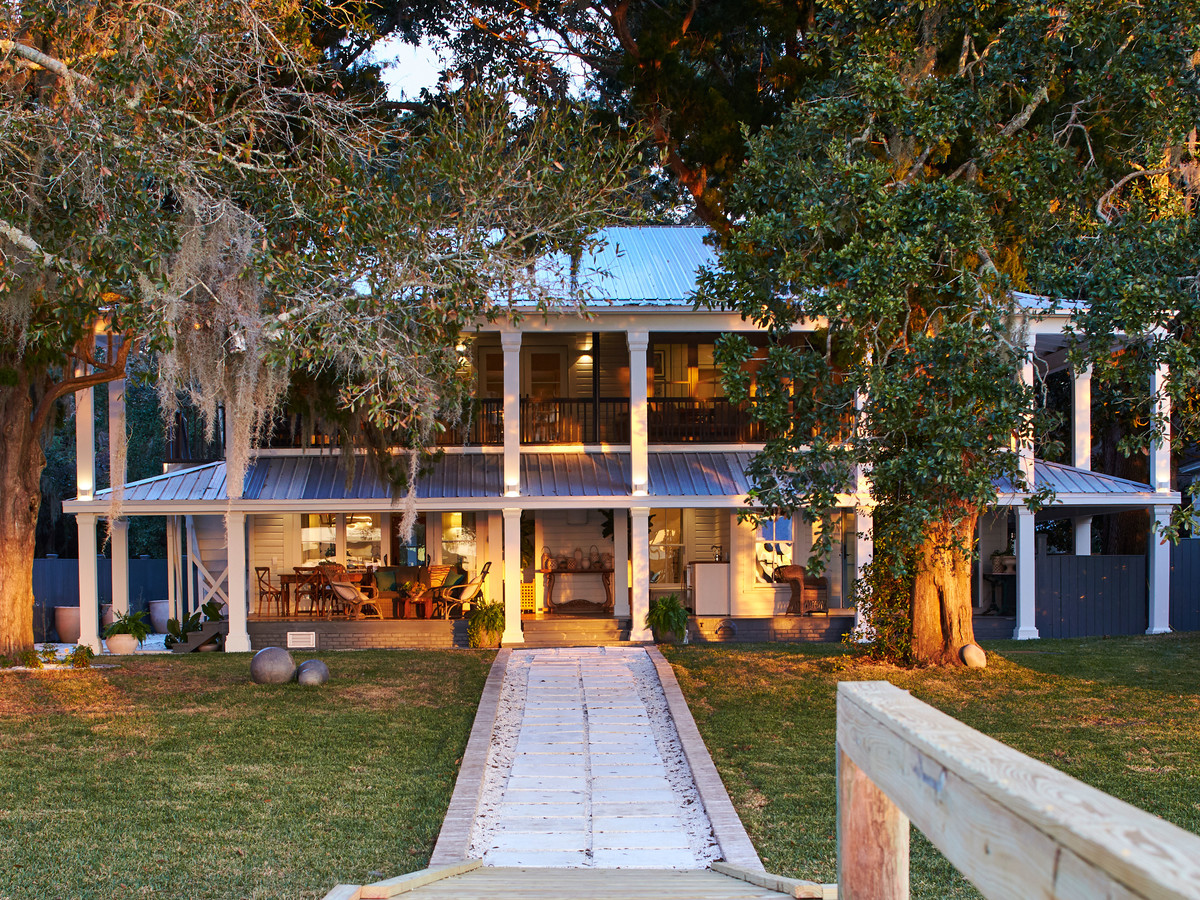 An Early 1900s Home on Mobile Bay Gets a Brilliant Makeover ...