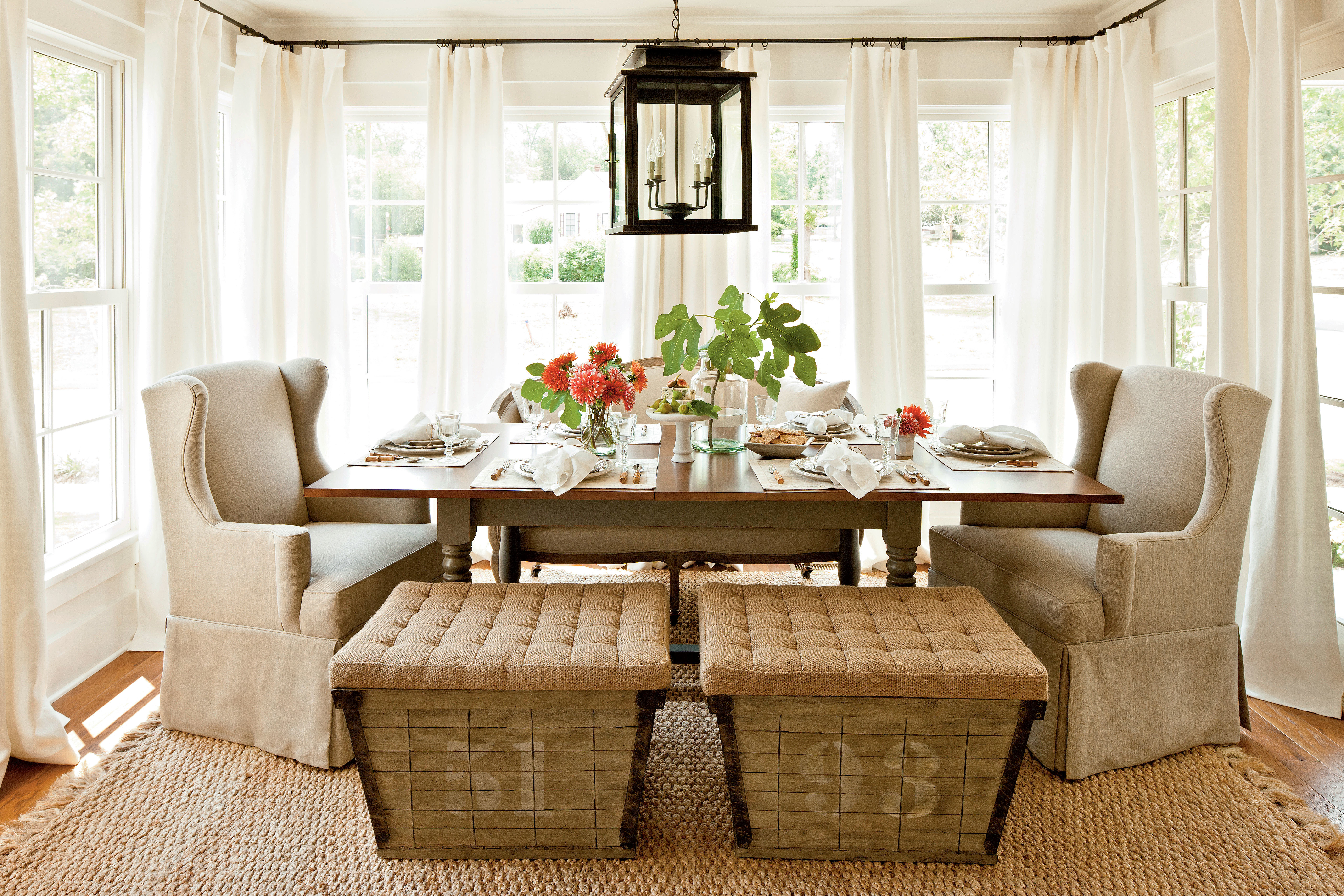 Southern Living Living Room Set Up A Combination Of Seating Arrangements Stylish Dining Room