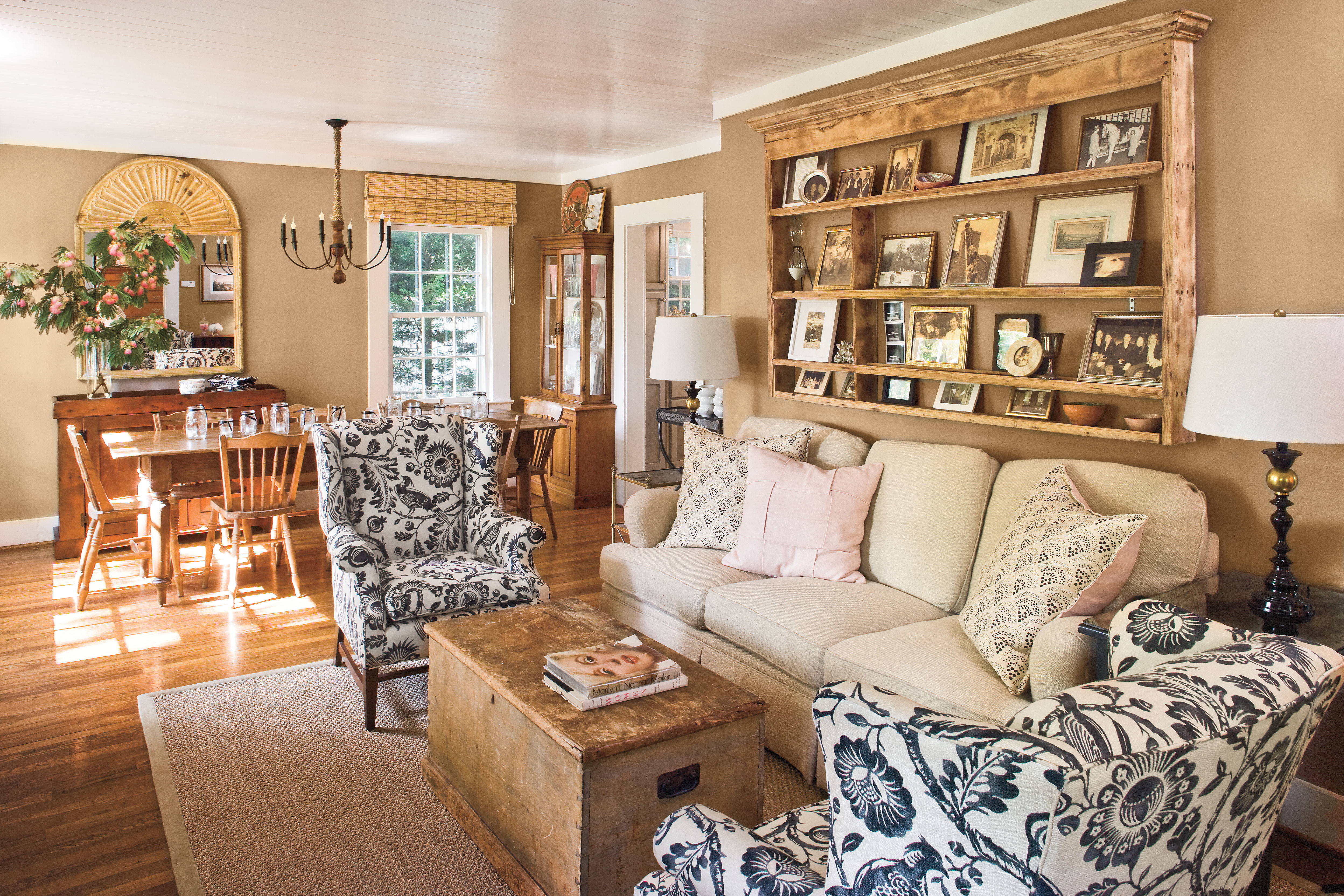 Southern Living Living Room Pastel Paints And Cherished Heirlooms Cottage Style Ideas And
