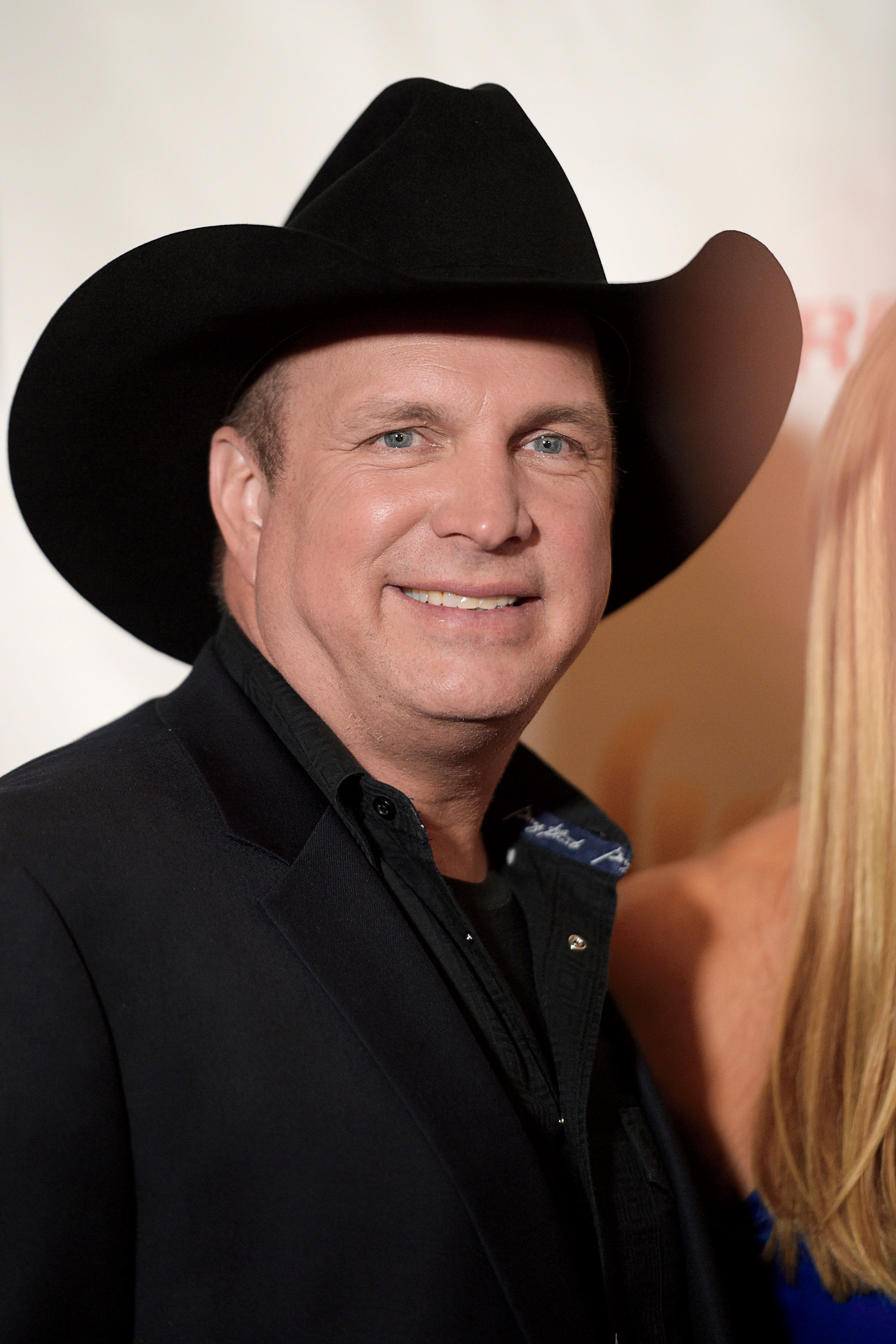 See Garth Brooks' Emotional Message After Las Vegas Shooting