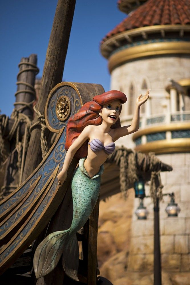 WATCH: Disney World Resorts Now Offering Mermaid School