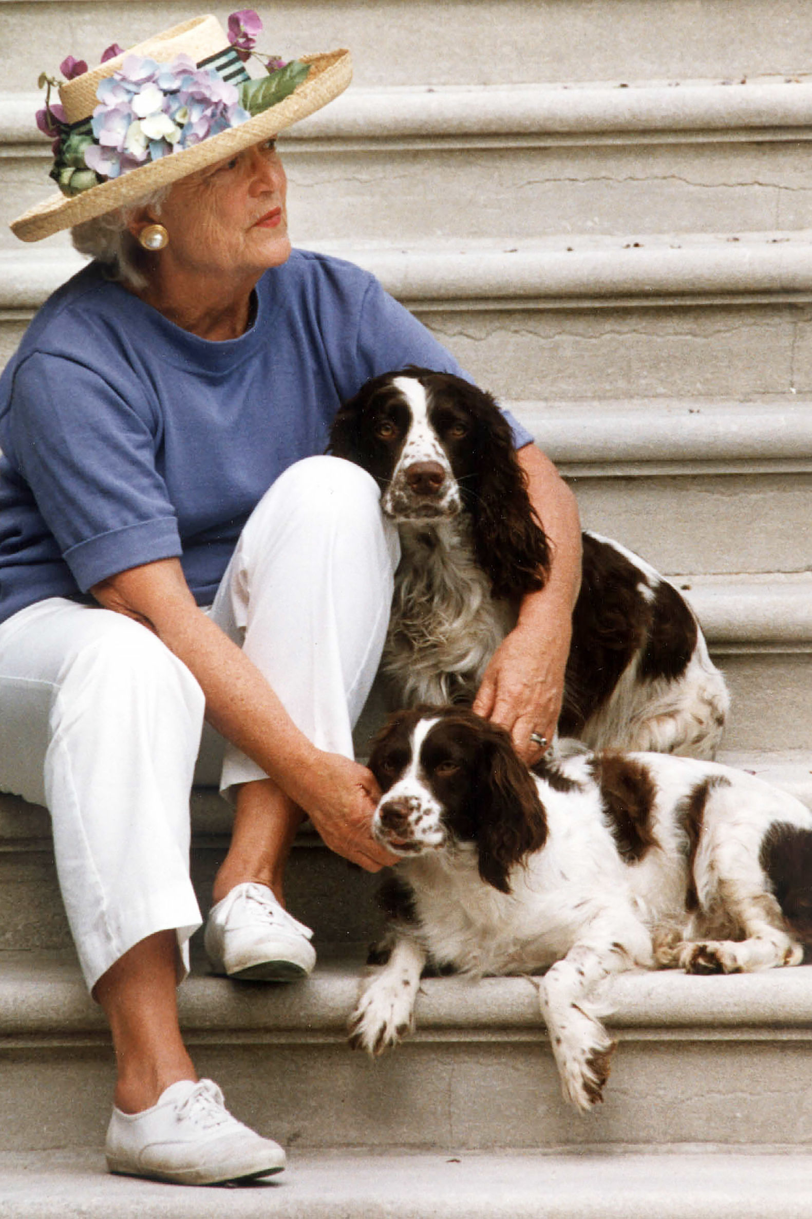 This Recently Unearthed Photo of Barbara Bush and Her Dogs in Matching Outfits Is Beloved by Twitter