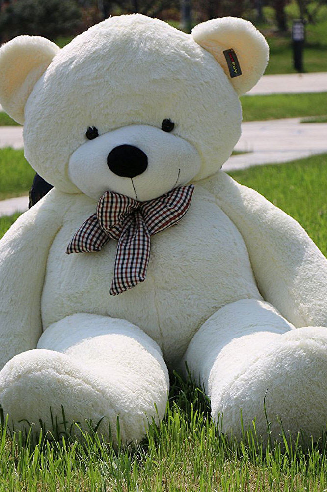 People Are Freaking Out Over This Giant Teddy Bear on Amazon