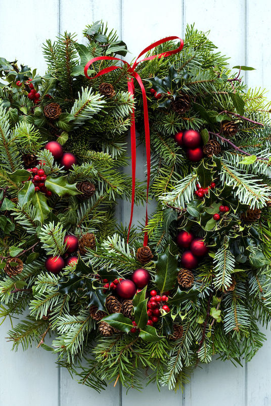 This Florist-Approved Trick Makes Your Christmas Wreath Last Longer