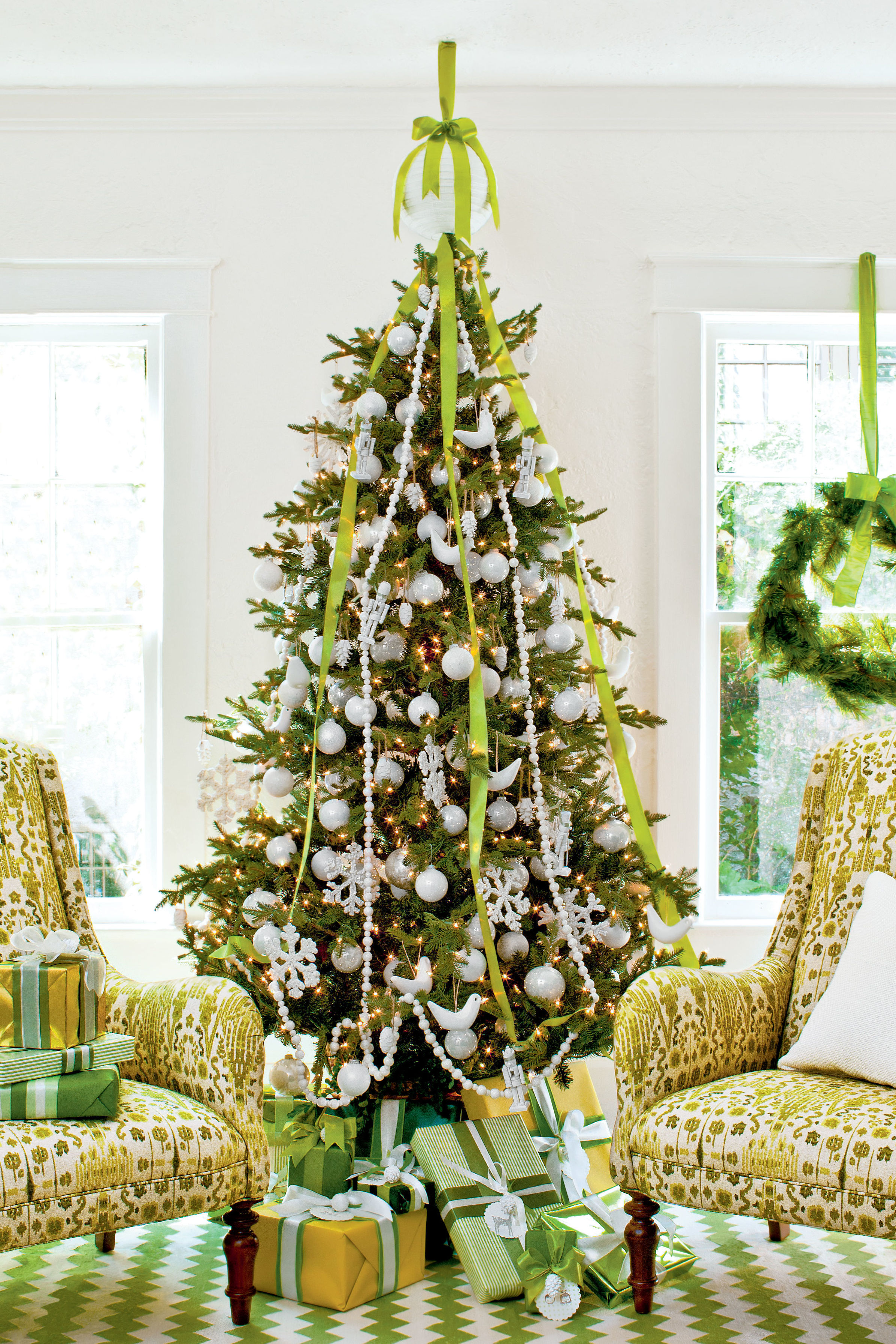 & Christmas Tree Decorating Ideas - Southern Living
