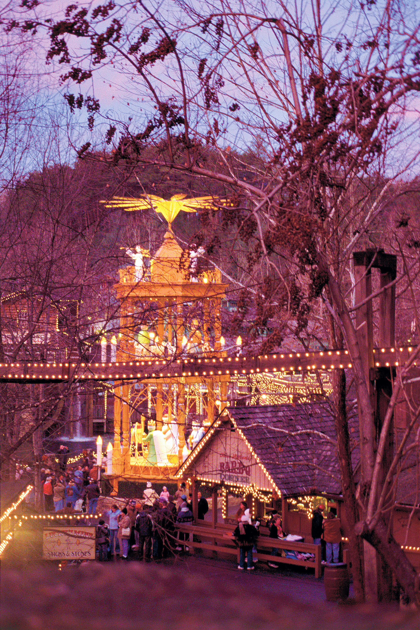 Get a Taste of Christmas at Dollywood