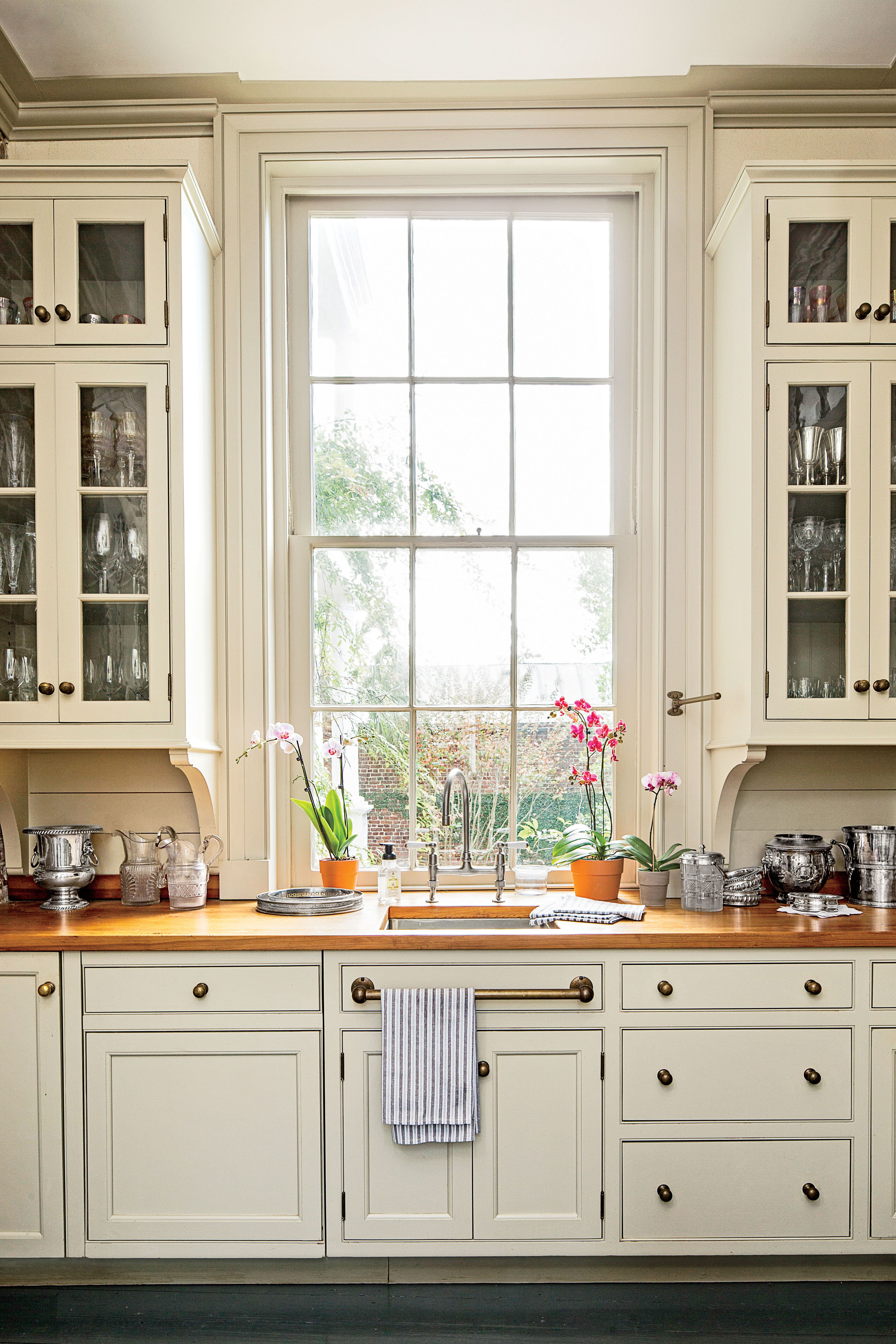 Why the Placement of Your Cabinetry Knobs and Pulls ...