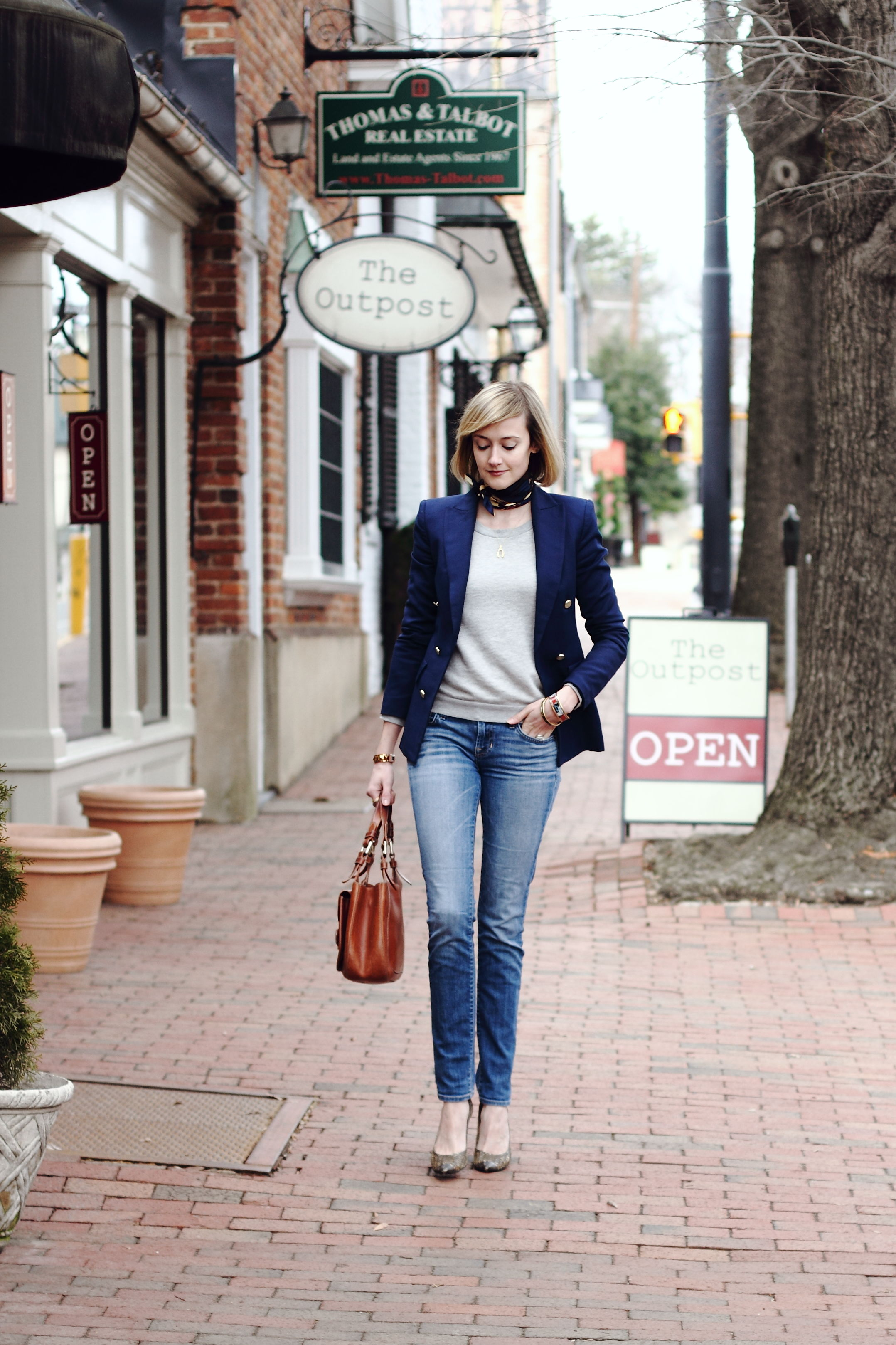 Afternoon Shopping in Middleburg, Virginia