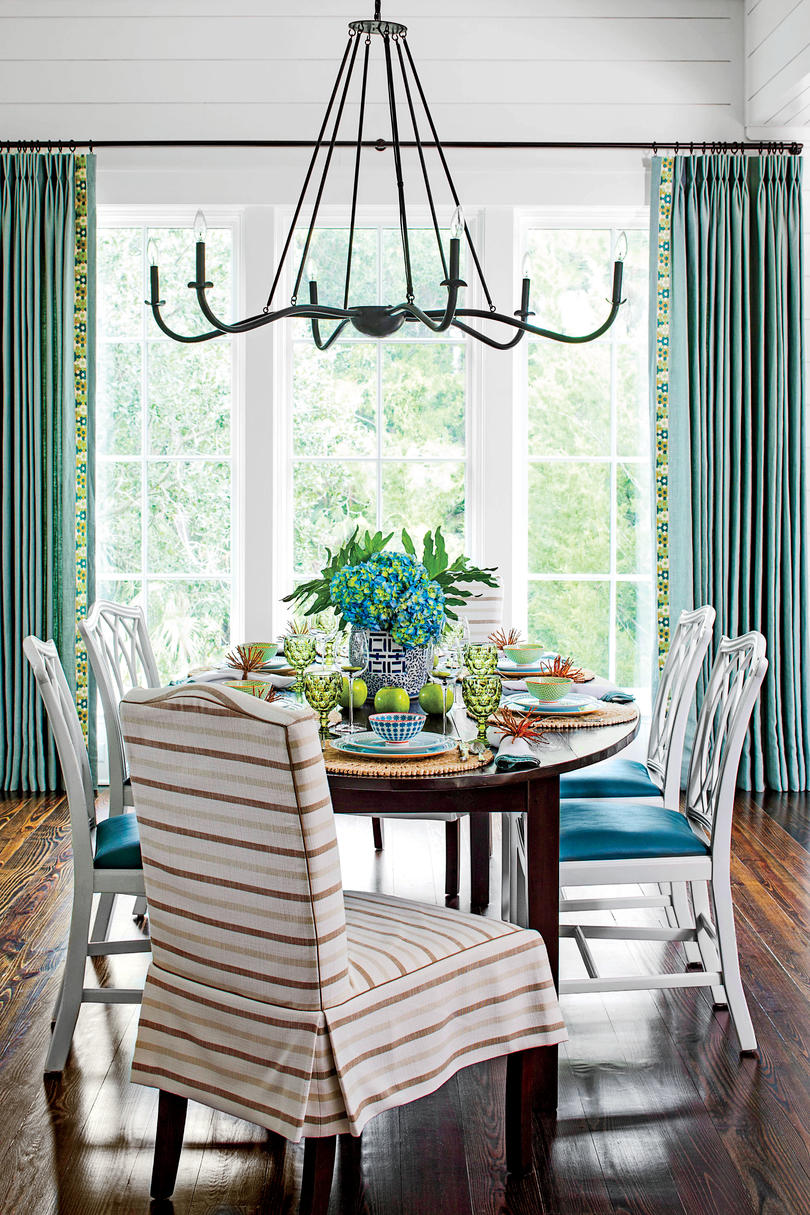 Tour this kiawah island lowcountry home southern living for Southern living keeping room ideas