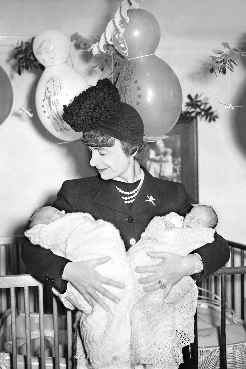 RX_1611_Mama Reads_Vintage Woman Holding Babies