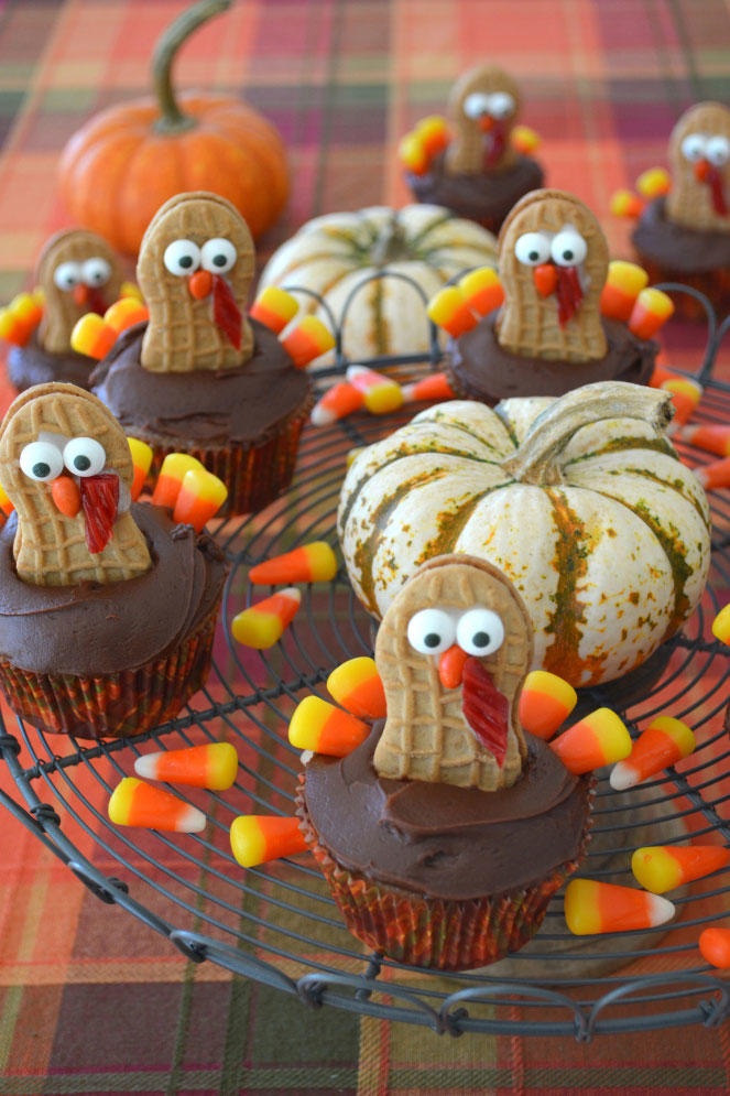 RX_1708_Thanksgiving Cake Recipes_Nutter Butter Turkey Cupcakes