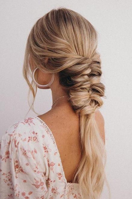 25 Easy Wedding Hairstyles for Guests That\'ll Work for Every Dress Code