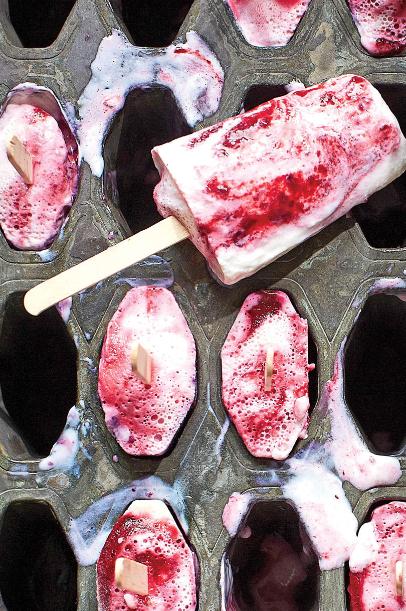 Buttermilk-Blackberry Pops Recipe