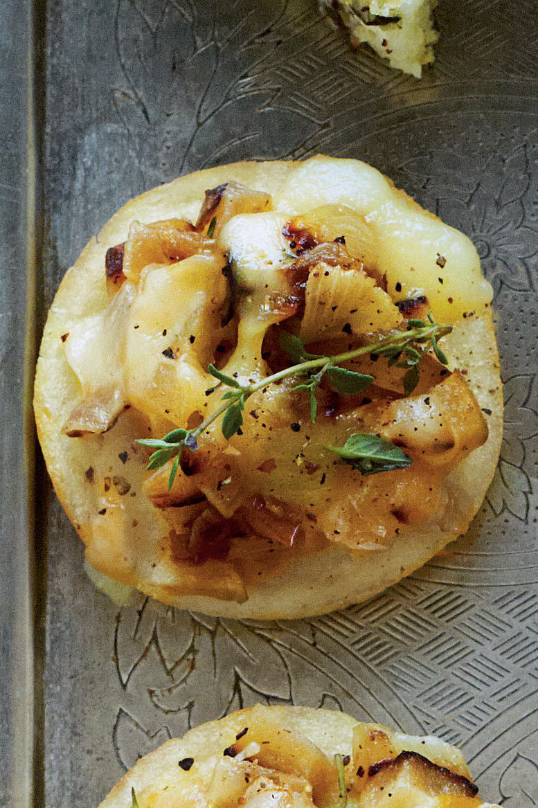 Grits Crostini with Caramelized Apples and Onions