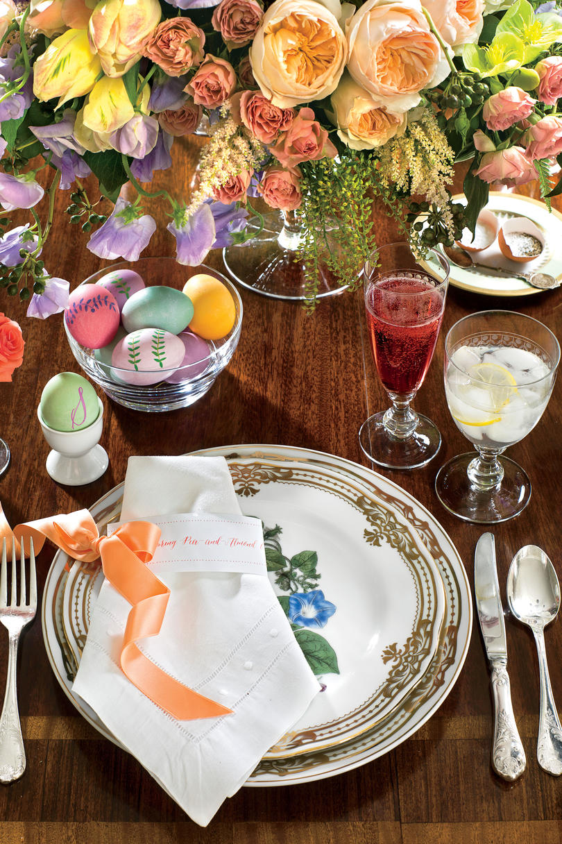 Spring table settings and centerpieces southern living for Elegant easter table decorations
