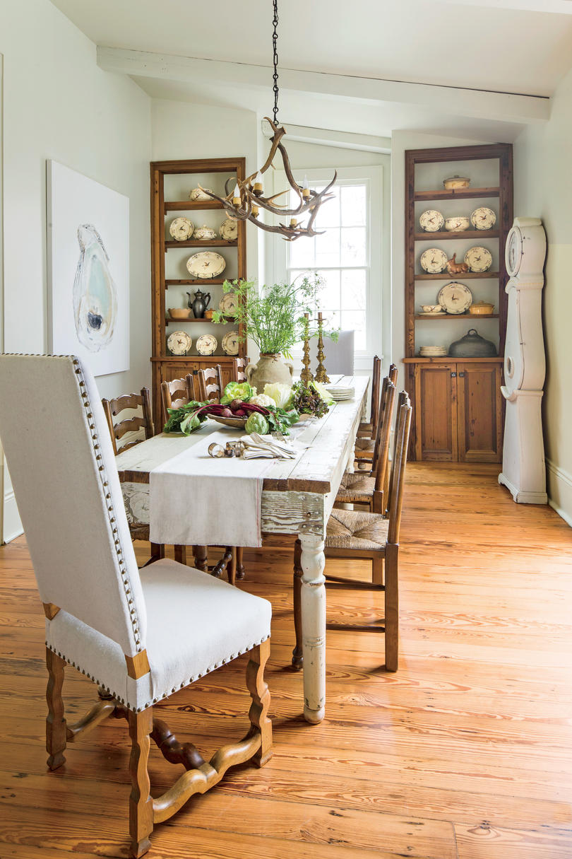 Stylish dining room decorating ideas southern living for Small dining room furniture ideas