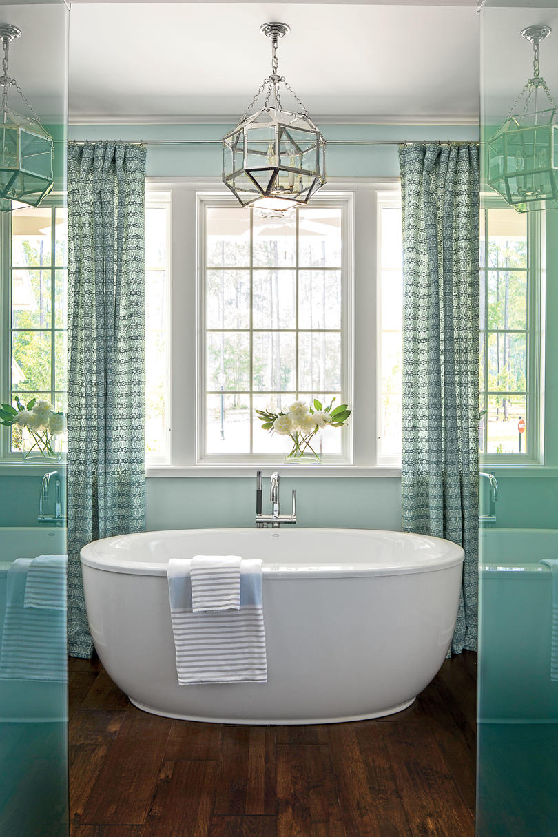 Master Suite: The Bath