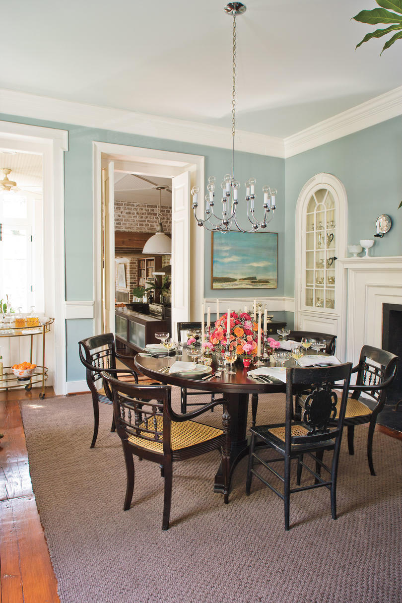 Stylish dining room decorating ideas southern living for Round table dining room ideas