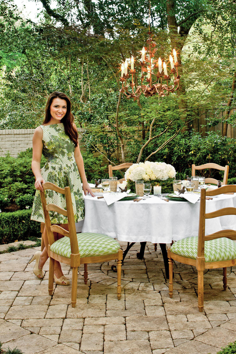 Alfresco Dining Hostess