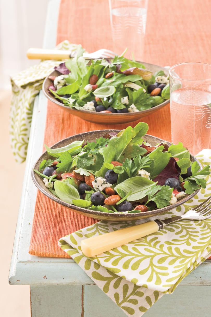 Fresh Blueberry Recipes: Blueberry-Gorgonzola Salad